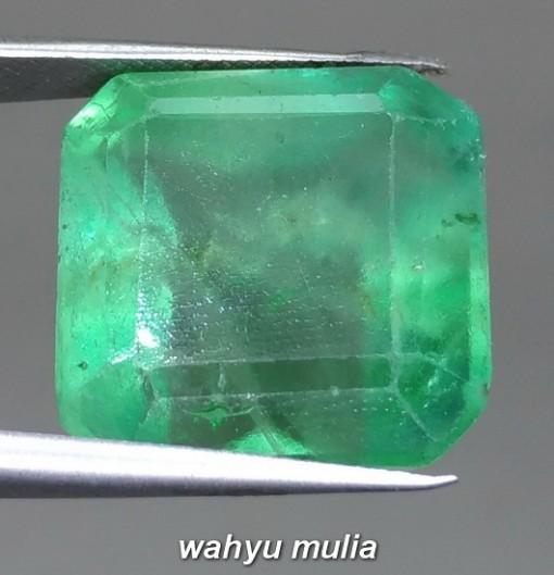 Foto Batu Permata Hijau Green Fluorite Rasa Zamrud Besar Asli bersertifikat arti ciri manfaat harga membedakan asal_4